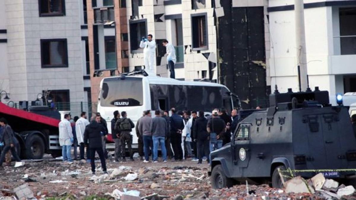 Un atac cu bombă a avut loc luni în Turcia. Mai mulți polițiști au fost răniți în urma exploziei