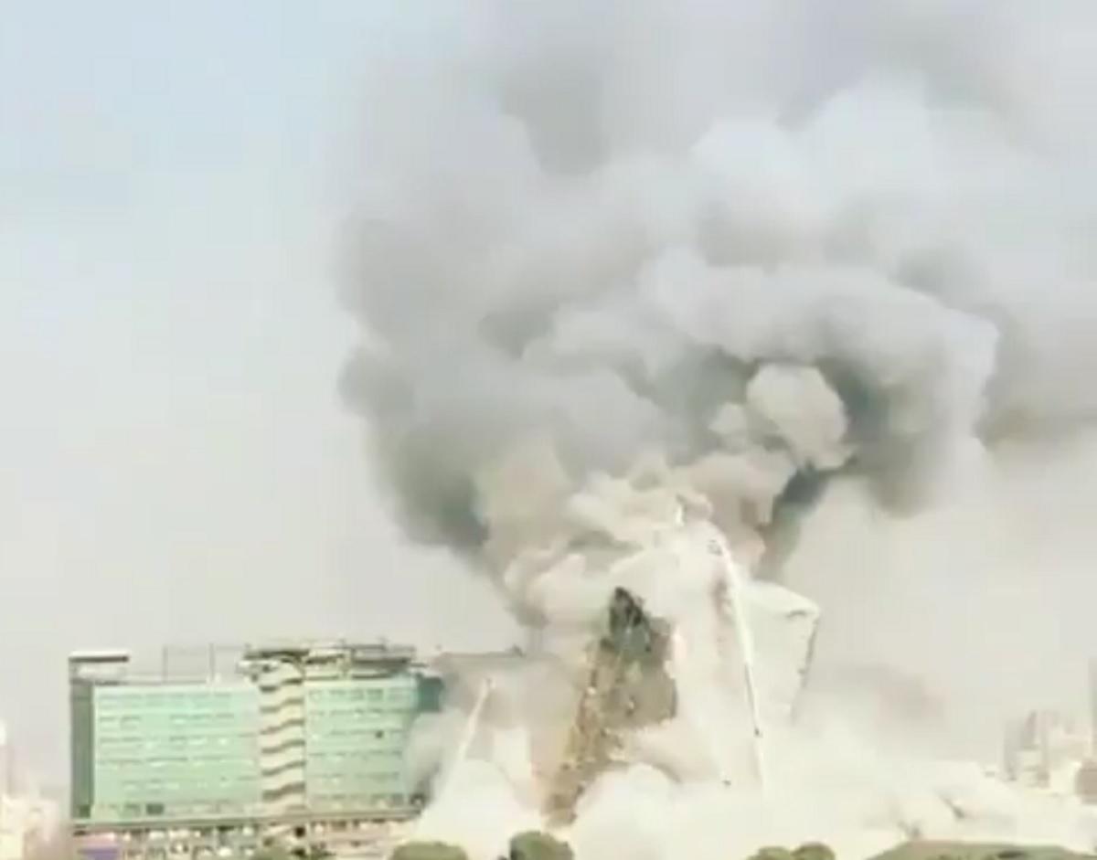 Un centru comercial din Teheran, capitala Iranului, a fost cuprinsă de flăcări. În urma incendiului, clădirea s-a prăbușit.