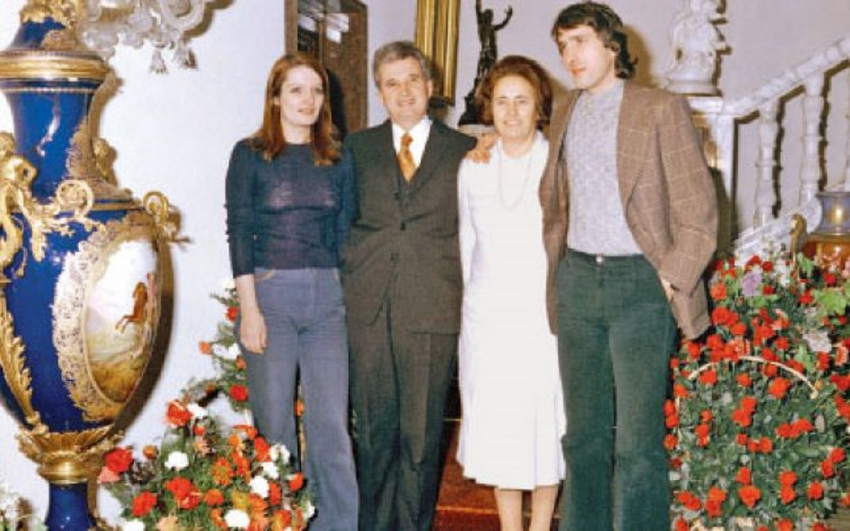 Arata Nepoata Nicolae Ceausescu Bratara