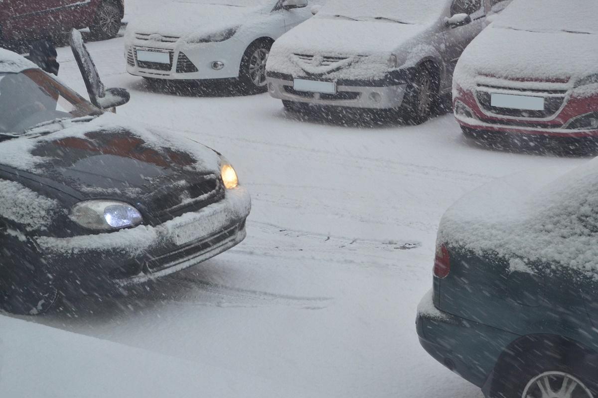 Comandament de iarnă, convocat la ora 20.00 la Primăria Capitalei. Circulația a fost blocată pe mai multe linii de tramvai din București