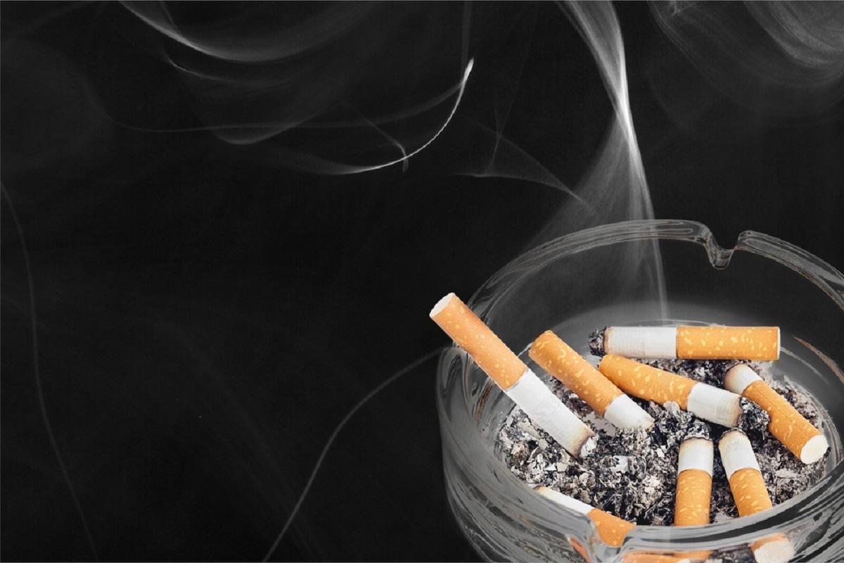 Mirosul de țigară este persistent și greu de scos din cameră, haine sau mașină. Iată ce trebuie să faci să scapi de mirosul de țigară.