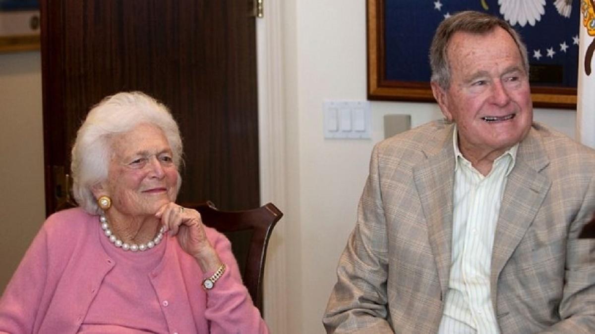 George H.W. Bush și soția sa Barbara,în spital din cauza unor probleme de sănătate.Fostul președinte este la terapie intensiva