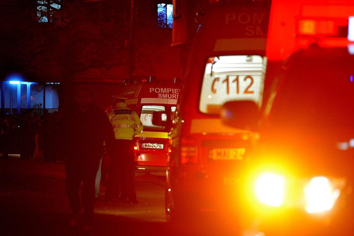 Incendiu la Apărătorii Patriei, în București. Acoperișurile a mai multe case au luat foc.