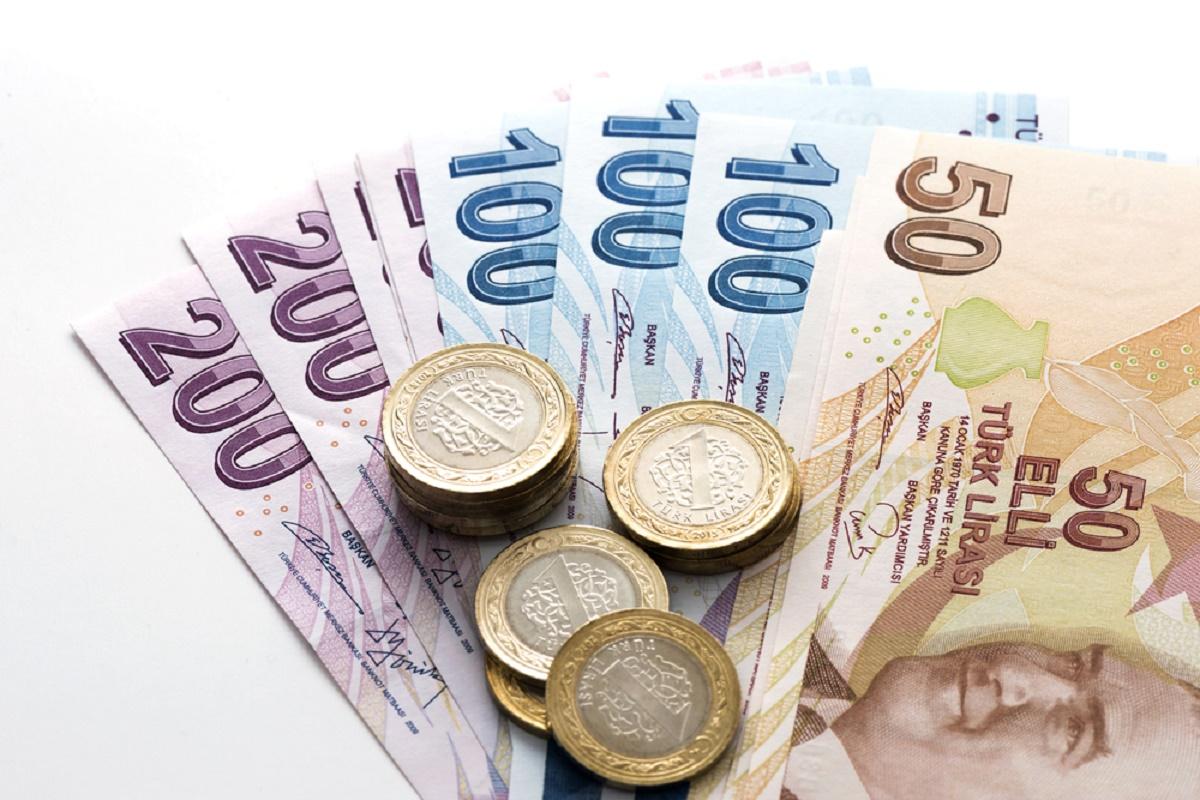 Lira turcească a coborât la un minim record, ca urmare a riscurilor de securitate din Turcia.