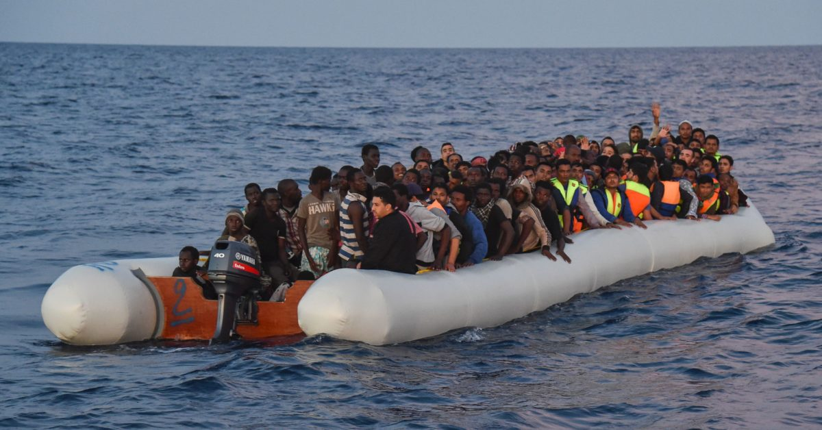 Naufragiu Marea Mediterană soldat cu moartea a cel puțin opt persoane și dispariția altor zeci. Autoritățile continuă căutările.