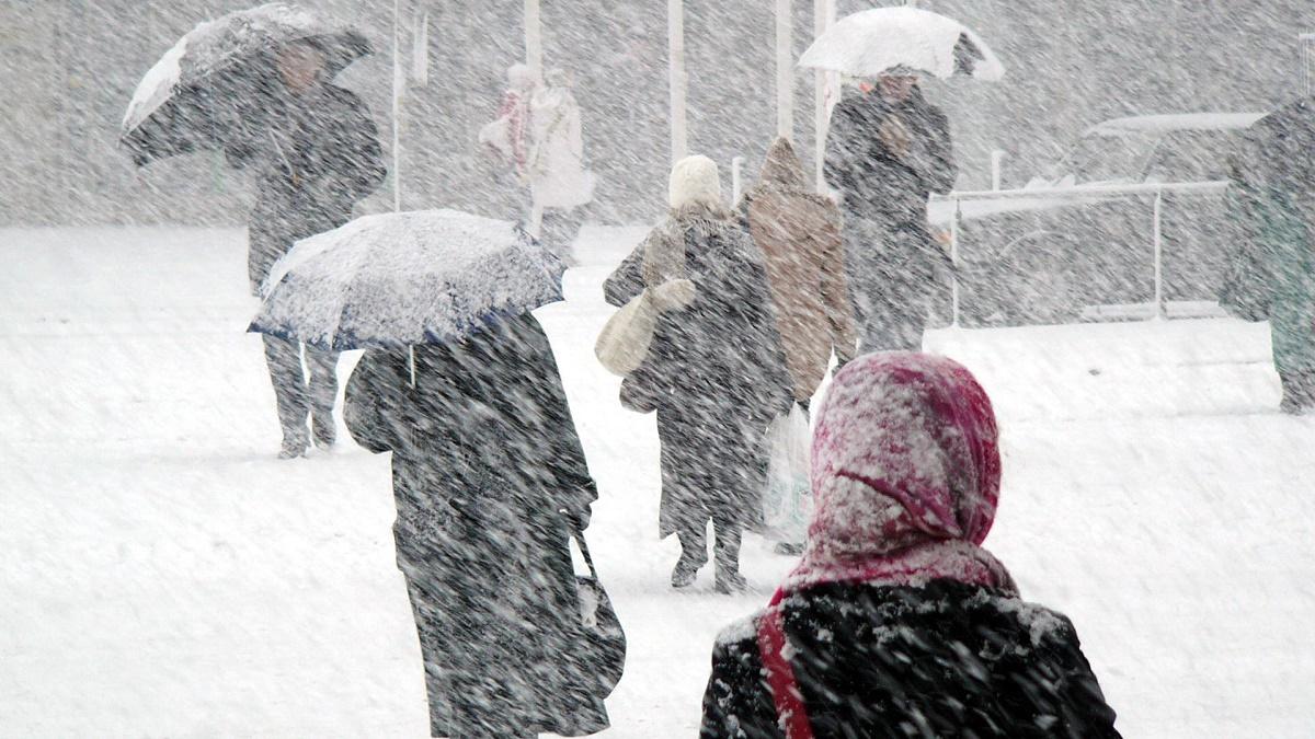 Ninge în 3 județe din România. Codul roșu de ninsori și viscol instituit pentru următoarele zile pare să-și fi intrat în drepturi.
