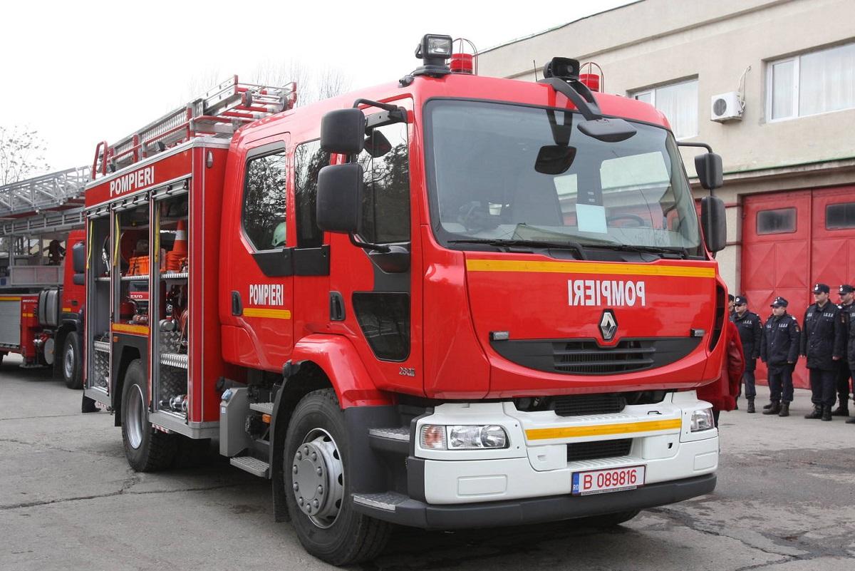 Pompierii din București și Ilfov au fost solicitați să intervină la sute de cazuri în ultimele 24 de ore. Numărul solicitărilor ridicat.