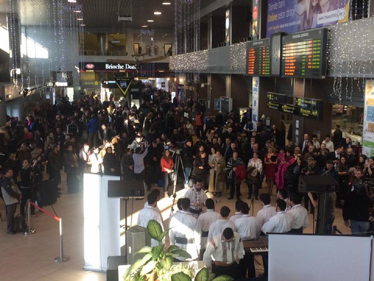 """Aeroportul Henri Coandă a sărbători Ziua Culturii Naționale. Dinu Iancu Sălăjanu și Corola """"Armonia"""" au oferit un recital de excepție."""