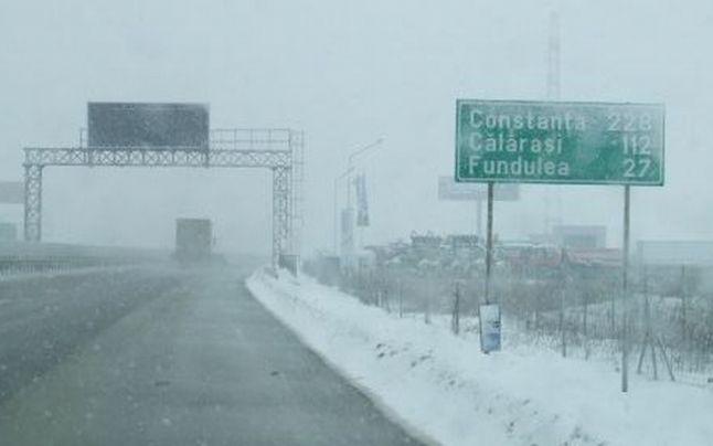 Traficul rutier se desfășoară cu dificultate pe A2 și A3 din cauza viscolului de marți dimineață, transmite centrul Infotrafic.