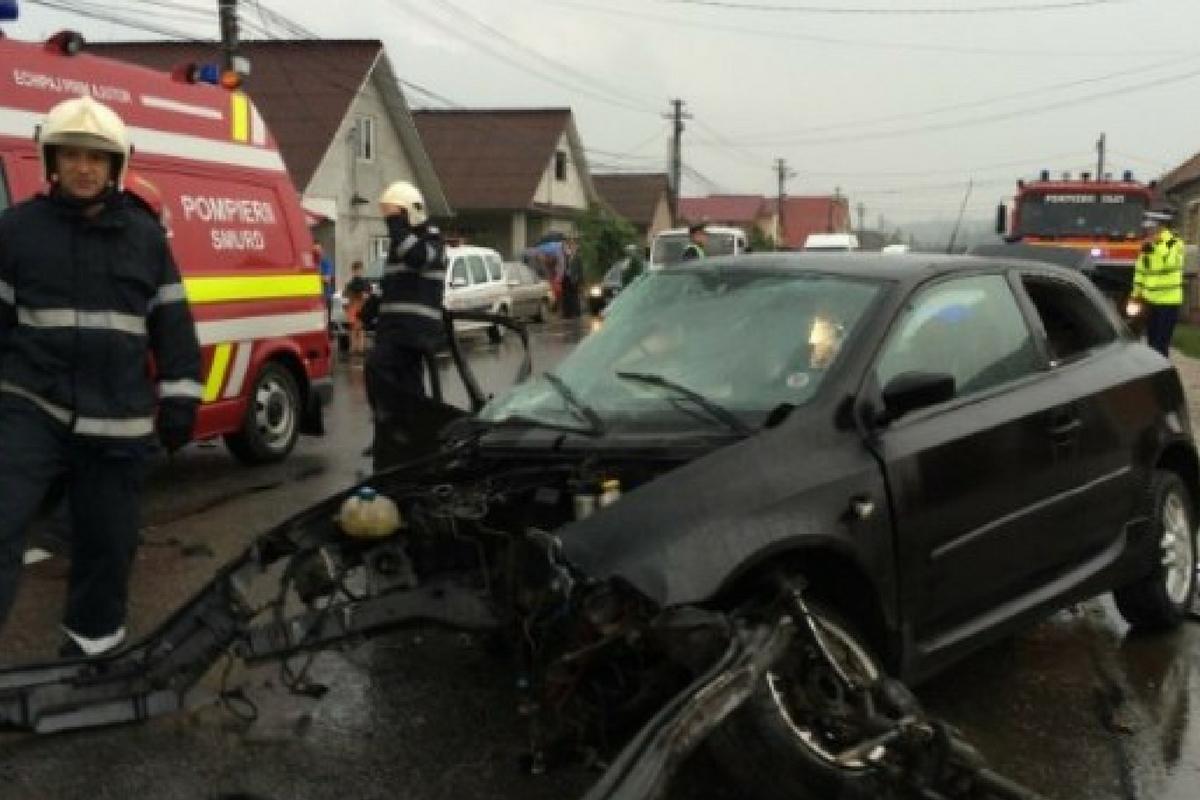 Accident în Cerașu, județul Prahova. Un tânăr a mruti, iar alte două persoane au fost grav rănite și duse la spital.