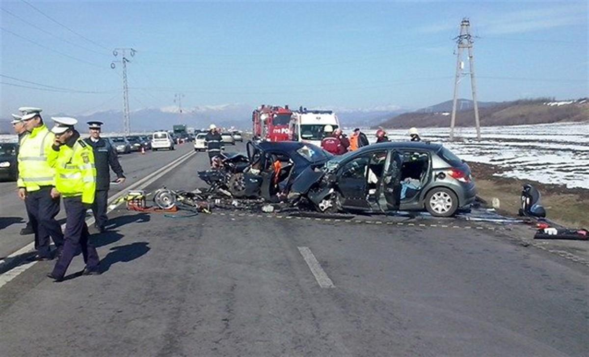 Un grav accident produs pe DN1, în apropiere de Posada a dus la rănirea a două persoane. Traficul se desfășoară cu foarte mare dificultate.