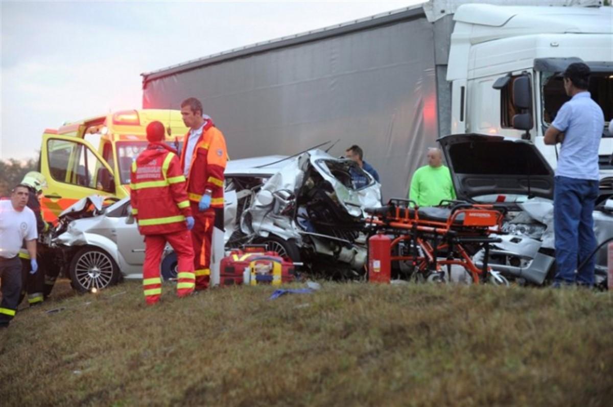 Accident în Măgirești, județul Bacău. Cinci persoane au fost rănite, după coliziunea a două autoturisme. Șoferul s-a ales cu dosar penal.