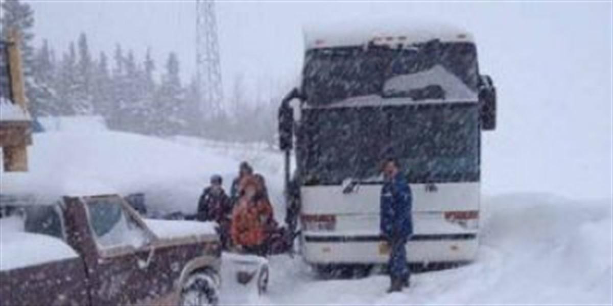 Un autocar cu cetățeni moldoveni a rămas înzăpezit la Râmnicu Sărat, în Buzău, din cauza condițiilor meteo.