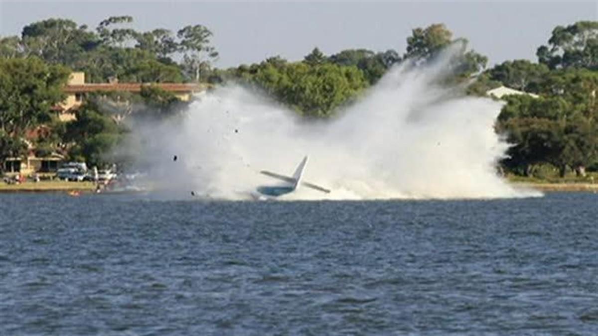 Un avion s-a prăbuşit după decolare! Primele IMAGINI ale tragediei