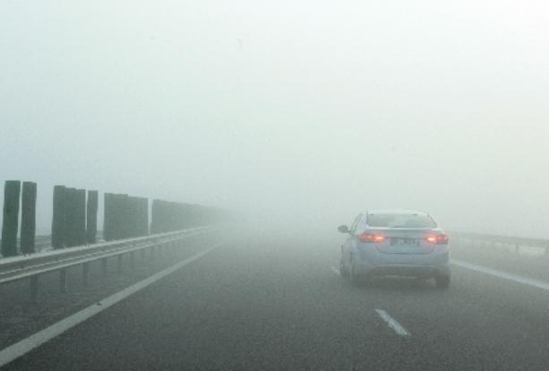 Cod galben de ceaţă în judeţele Cluj, Braşov, Harghita, Covasna şi Mureş