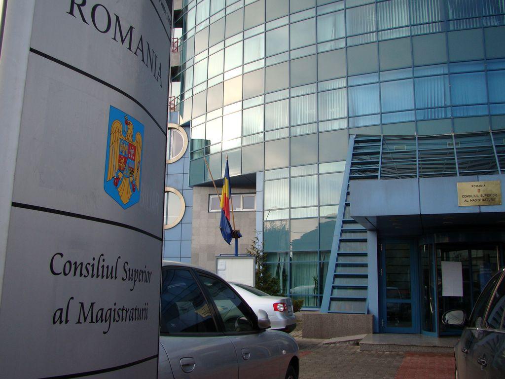 Plenul CSM a dat aviz negativ pentru ordonanțele privind grațierea și codul penal. Anunțul a fost făcut de procurorul general Augustin Lazăr.