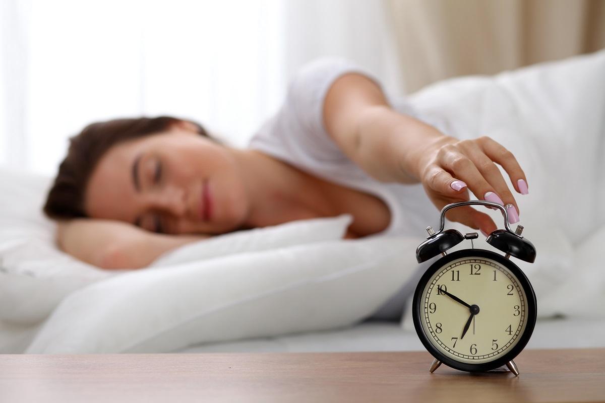 Dacă ai probleme cu somnul și nu știi cum să adormi repede, îți prezentăm metoda 4-7-8, o tehnică renumită de respirație care îți asigură un somn liniștit.