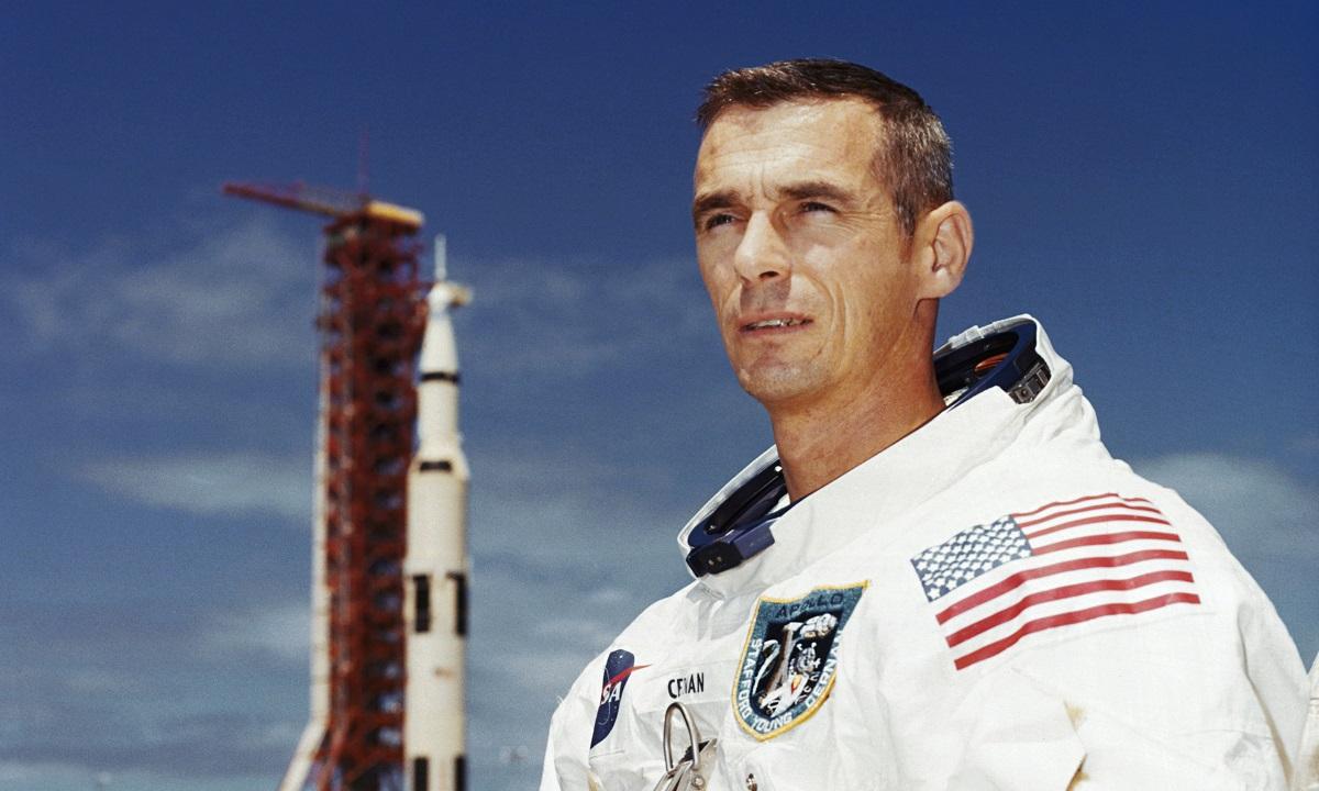 Astronautul Eugene Cernan, ultimul om care a pășit pe Lună, a încetat din viață la vârsta de 82 de ani, a anunțat NASA.