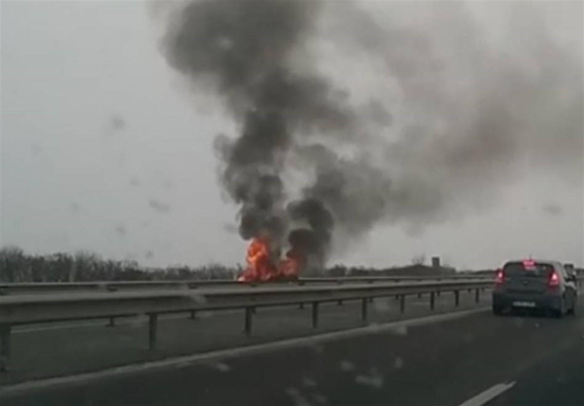 O mașină a luat foc marți dimineață pe Autostrada A2 (Autostrada Soarelui). Circulația rutieră a fost oprită pentru circa 20 de minute.