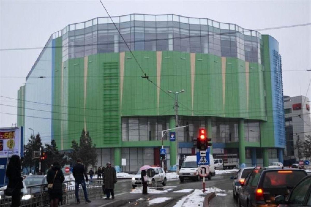 Autoritățile au intrat în alertă după ce un bărbat a sunat la 112 pentru a anunța o bombă la mall-ul din Botoșani, Uvertura City Mall.