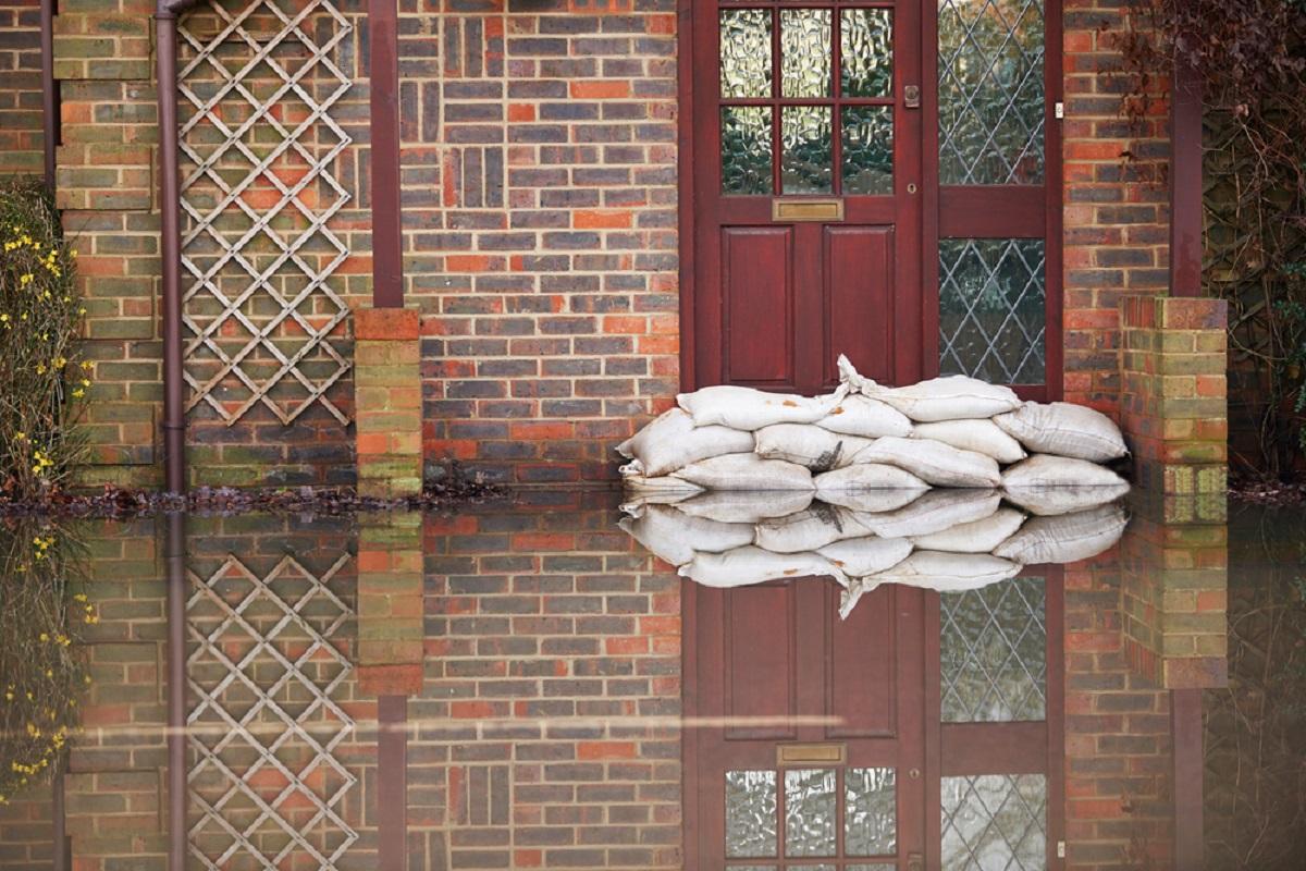 Cod portocaliu de inundații valabil până luni în trei județe din țară. De asemenea, ANM a emis o informare de ploi.