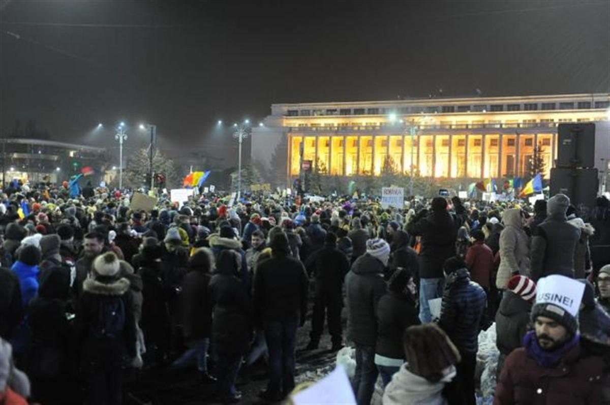 Proteste în Piața Victoriei! Legile justiției au fost modificate și au scos lumea în stradă