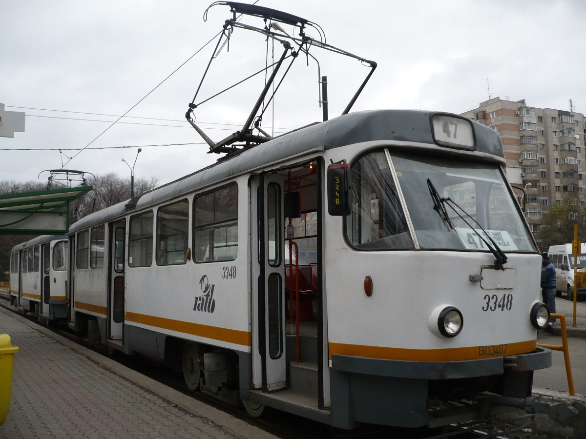 Tramvaiul 47 nu a circulat minute bune din cauza unui șofer care și-a parcat mașina pe linia de tramvai. Polițiștii l-au identificat.