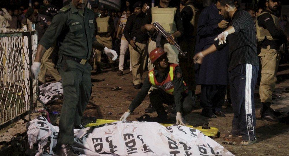 Atentat terorist în Lahore, Pakistan. Cel puțin 16 persoane au murit, iar numărul celor decedați este așteptat să crească.