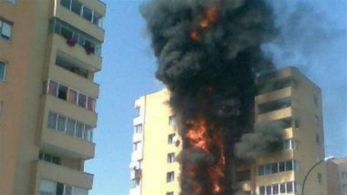 Incendiu în Ferentari, București, miercuri seara. O femeie de 78 de ani a murit, după ce focul a cuprins etajul unui bloc de locuințe.