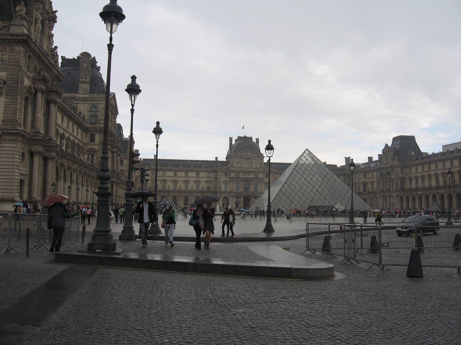 UPDATE: Parchetul antiterorist din Paris a deschis o anchetă cu privire la atacul de la Luvru
