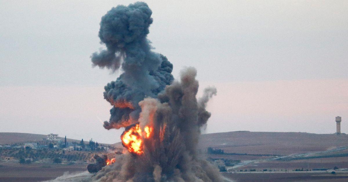 16 oameni au murit în Siria după ce un raid aerian a lovit o închisoare din localitatea Idlib. Au murit atât prizonieri, cât și gardieni.