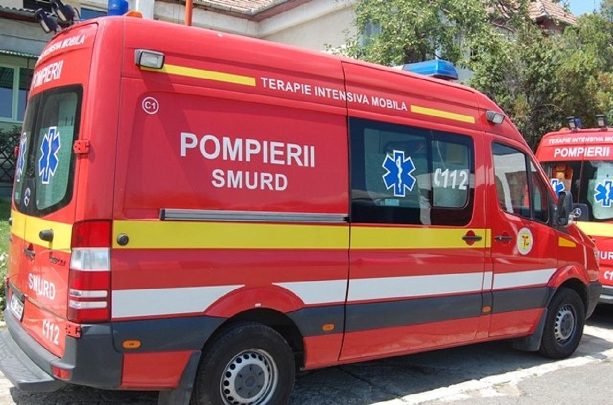 Un șofer din Argeș a intrat cu mașina în plin într-un grup de oameni. Totul s-a întâmplat în curtea unei societăți cimerciale.