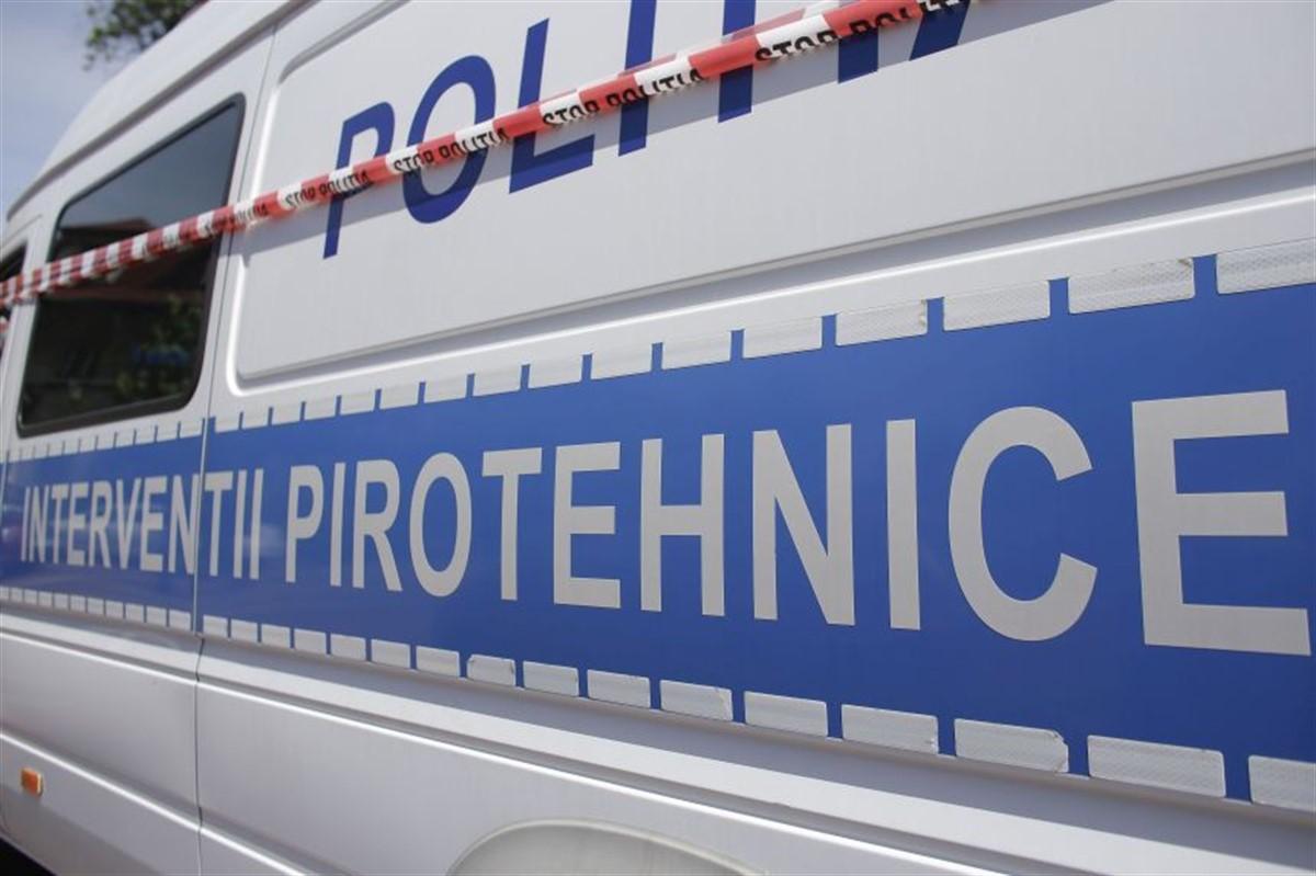 Sute de elevi și profesori au fost evacuați după ce s-a semnalat o alertă cu bombă la liceele Constantin Carabella și Bălașa Doamna din Târgoviște.
