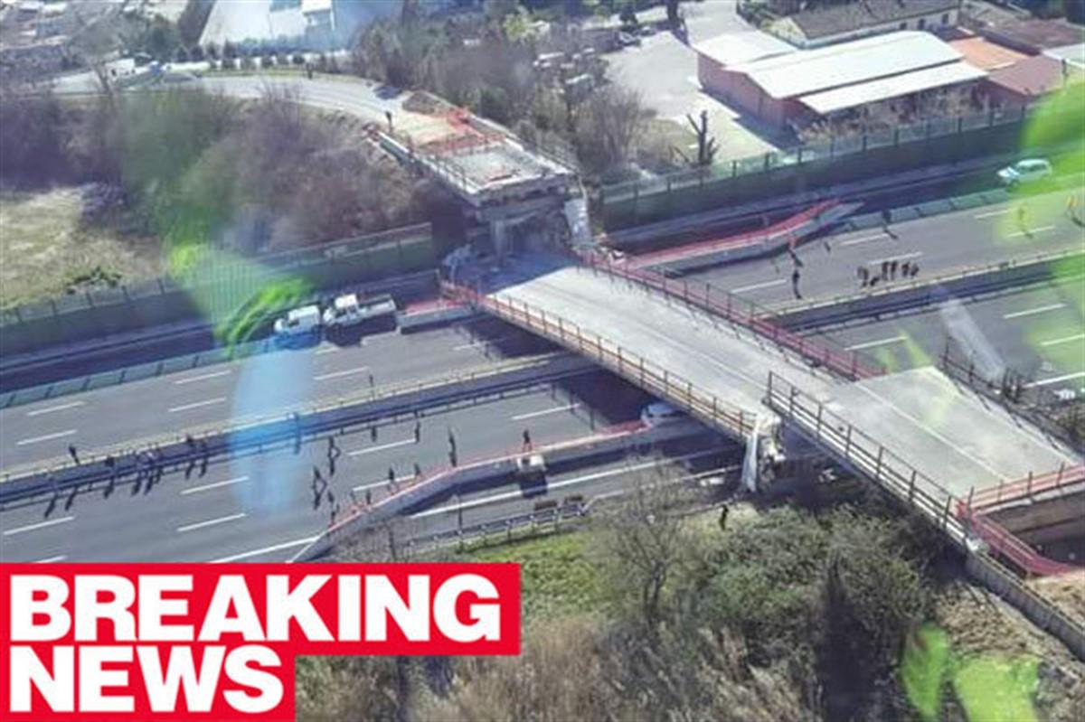 Cel puțin doi oameni au murit și alți doi au fost răniți la Ancona, după ce un pod s-a prăbușit peste o autostradă.