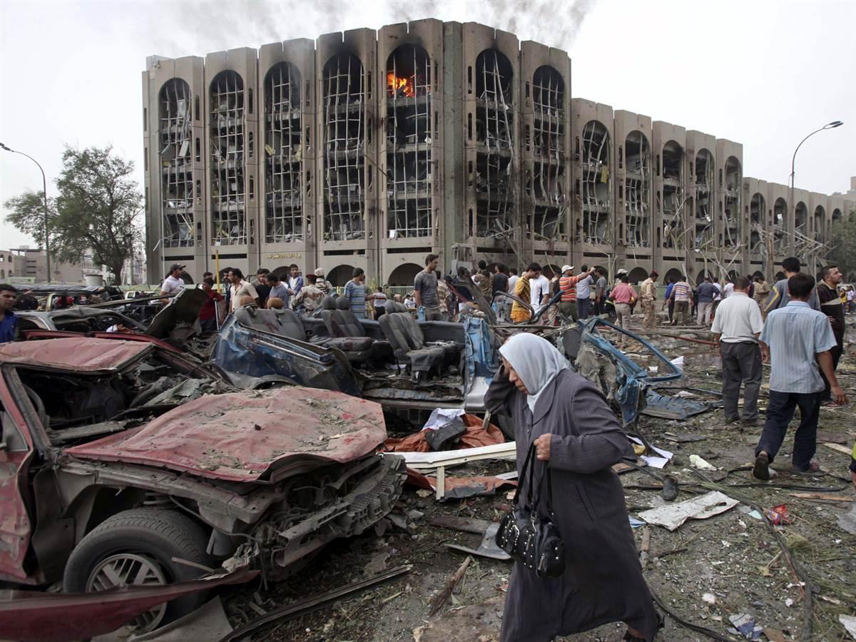 Atentat terorist în Bagdad, capitala statului Irak. Cel puțin 23 de oameni și-au pierdut viața, după explozia unei mașini-capcană.