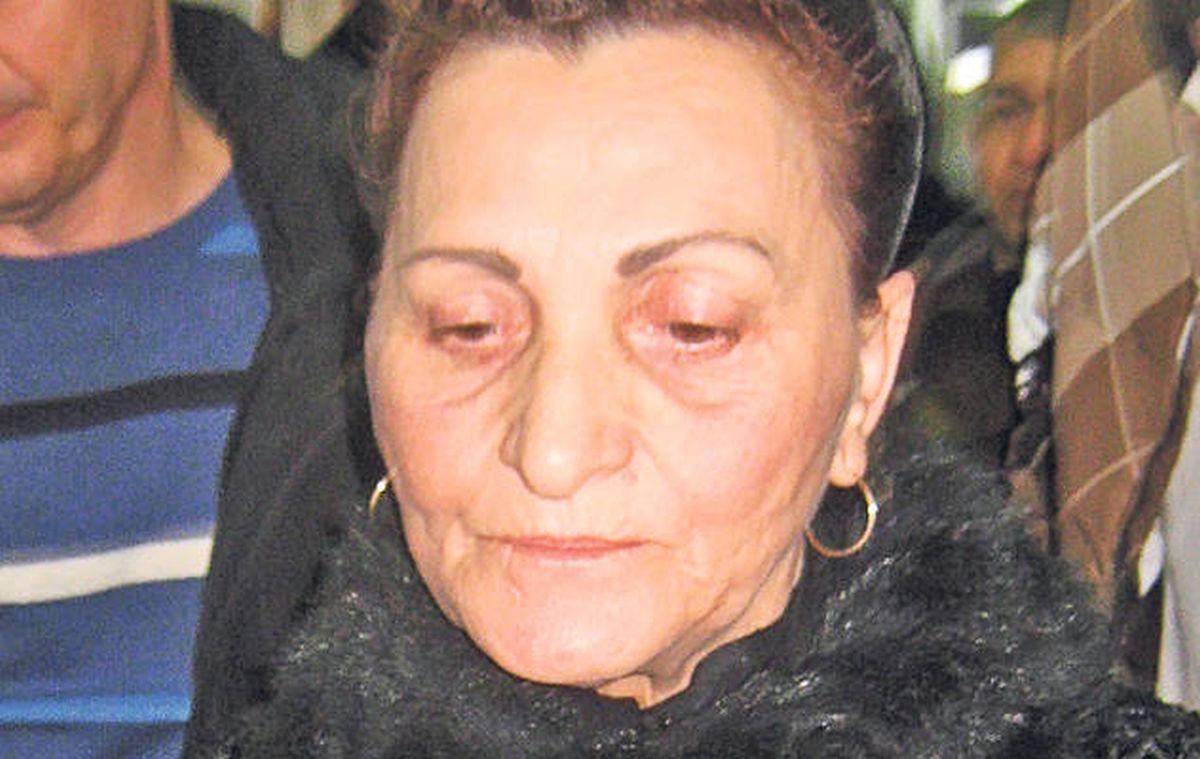 Eugenia Manole a fost înmormântată astăzi la cimitirul Bolovani din Ploiești. Cu o zi înainte de înmormântare, o pisică neagră și-a făcut apariția.