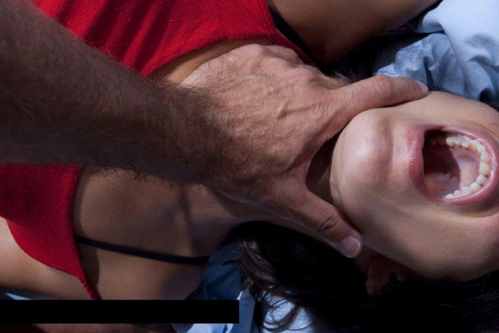 A fost violată de șase bărbați! Imaginile au fost difuzate LIVE pe Facebook