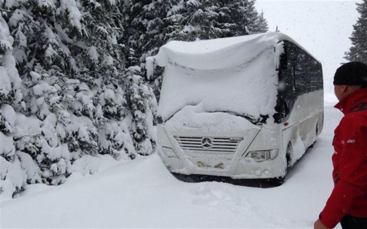 Un autocar a rămas blocat în nămeți în județul Vaslui. Autocarul avea zeci de pasageri la bord și venea din Republica Moldova.