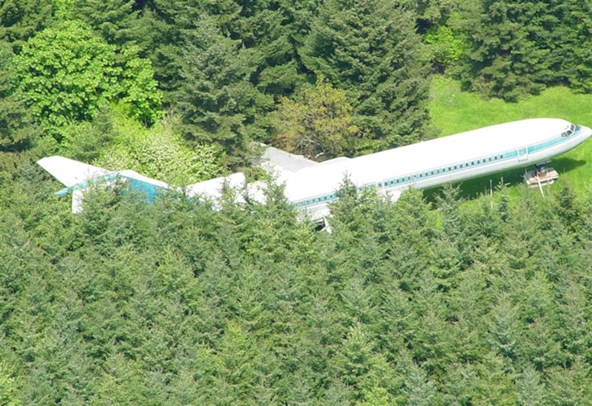 Un pensionar din Statele Unite ale Americii a găsit posibilitatea de transforma un avion Boeing 727 într-o veritabilă locuință.