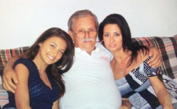 Bunicul Antoniei, impreuna cu ea si mama sa