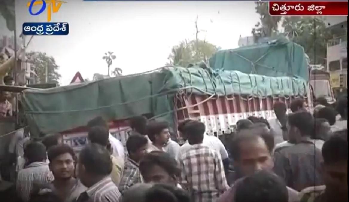 ALERTĂ! Cel puțin 20 de morți după ce un camion a intrat în mulțime! VIDEO