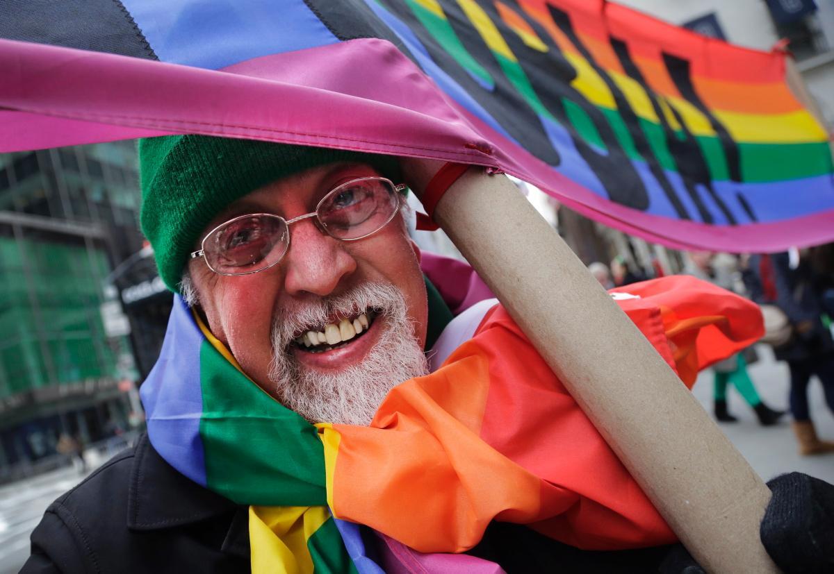 Gilbert Baker creatorul steagulu LGBT a murit la 65 de ani