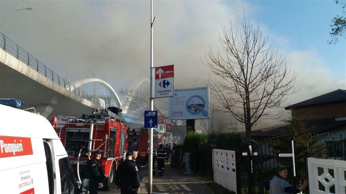 Un incendiu a izbucnit vineri dimineață pe Șoseaua Grozăvești din Capitală, la o clădire părăsită, de lângă o casă parohială.