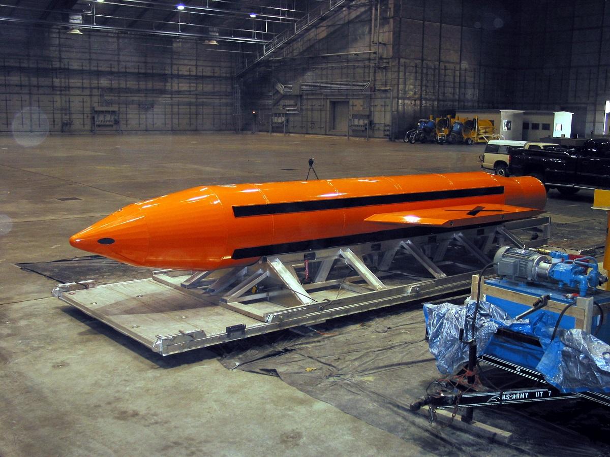 SUA au lansat cel mai puternic proiectil non-nuclear din arsenal, denumit Mama tuturor bombelor, în Afganistan, asupra Statului Islamic.