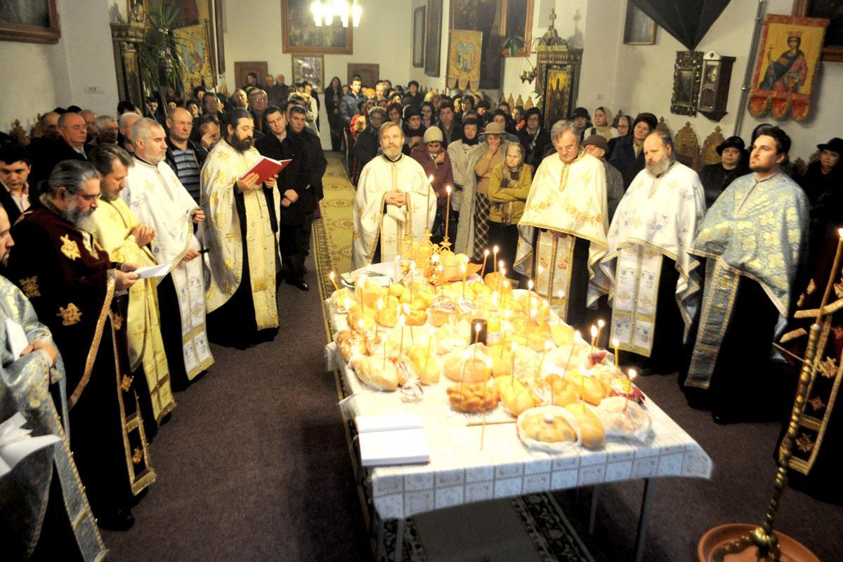 O femeie din Lugoj a murit în biserică, în timp ce se ruga. Tragedia s-a produs la slujba de duminică dimineața.