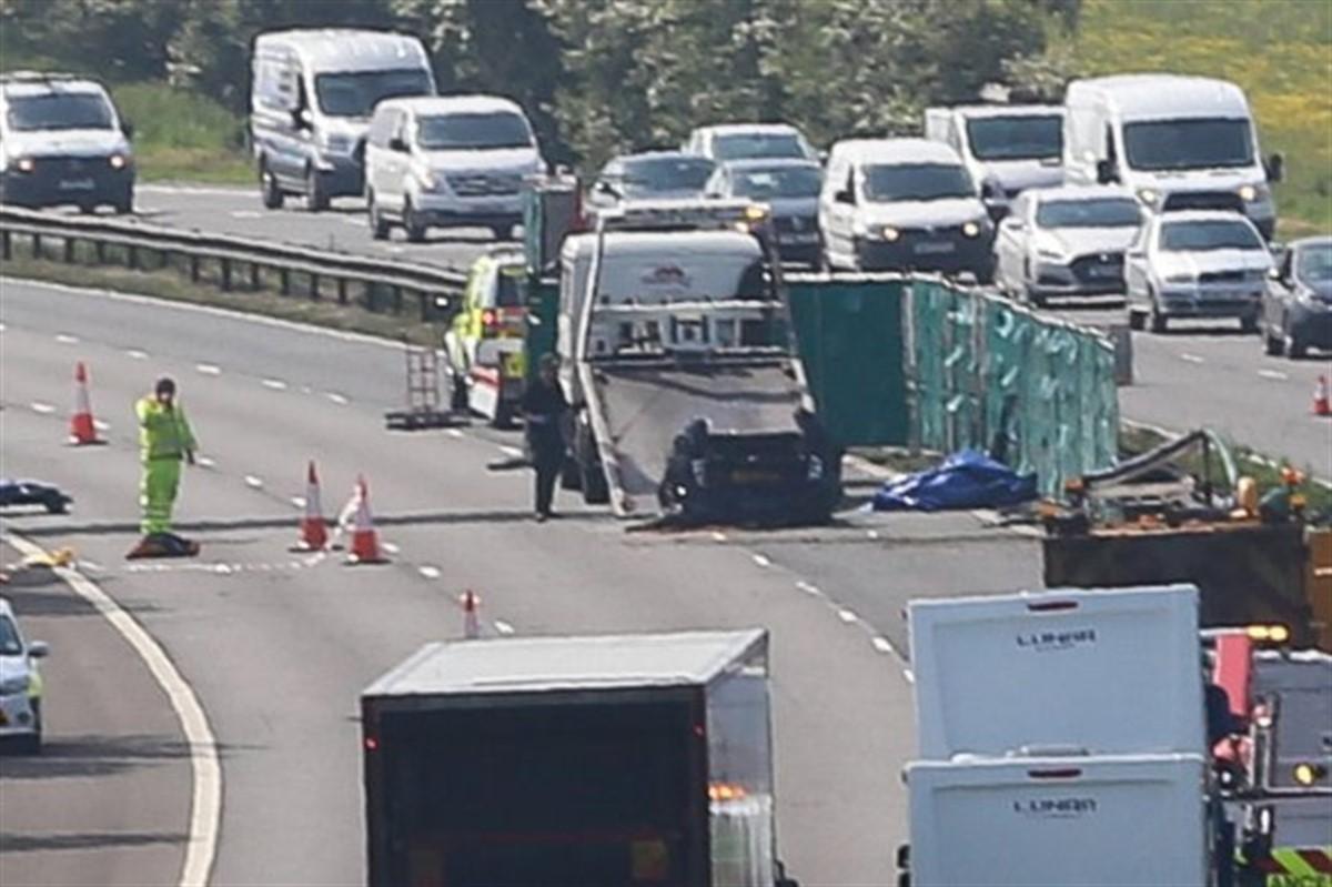 Cinci români au murit după un accident petrecut în Anglia, pe autostrada M6 din apropiere de Birmingham. Două victime erau soț și soție.