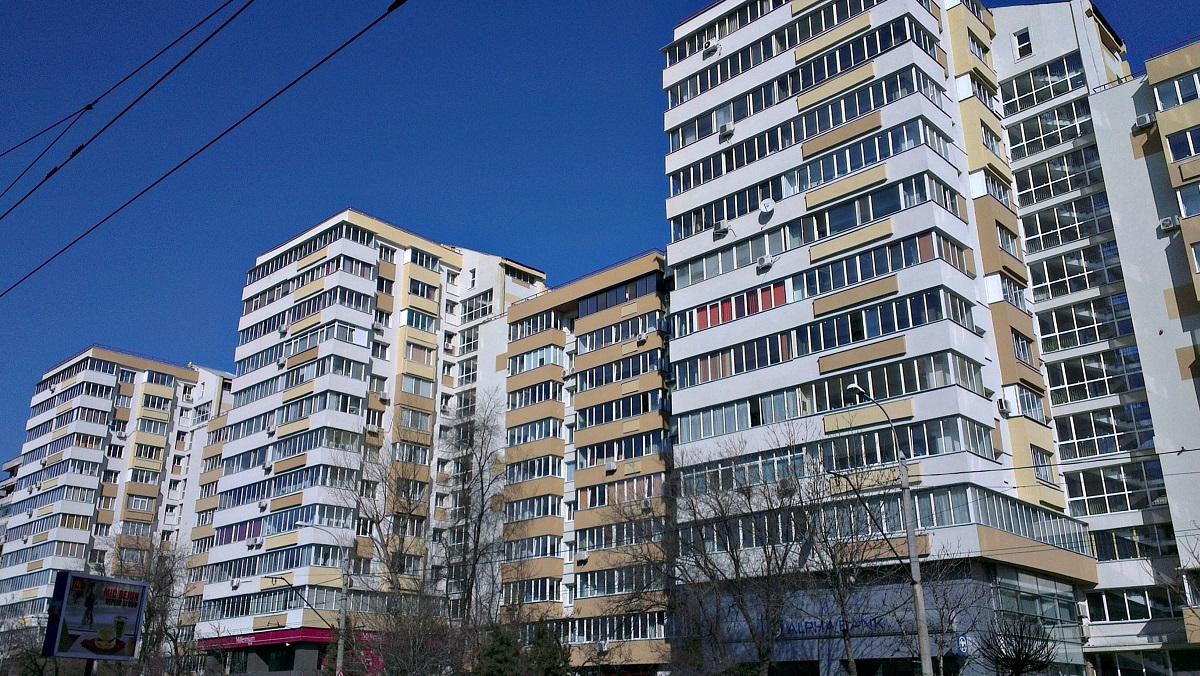 Bucureștenii care nu-și întrețin locuințele și nu fac reparații la clădirile în care locuiesc riscă amenzi de până la 5.000 de lei conform unui nou proiect.