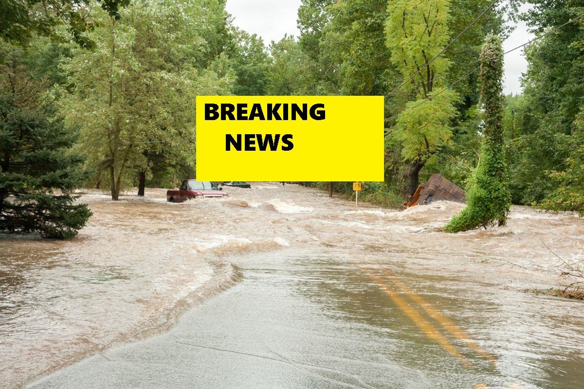 După ce a plouat torențial în ultimele ore, pericolul inundațiior este unul semnificativ. A fost emis cod portocaliu.