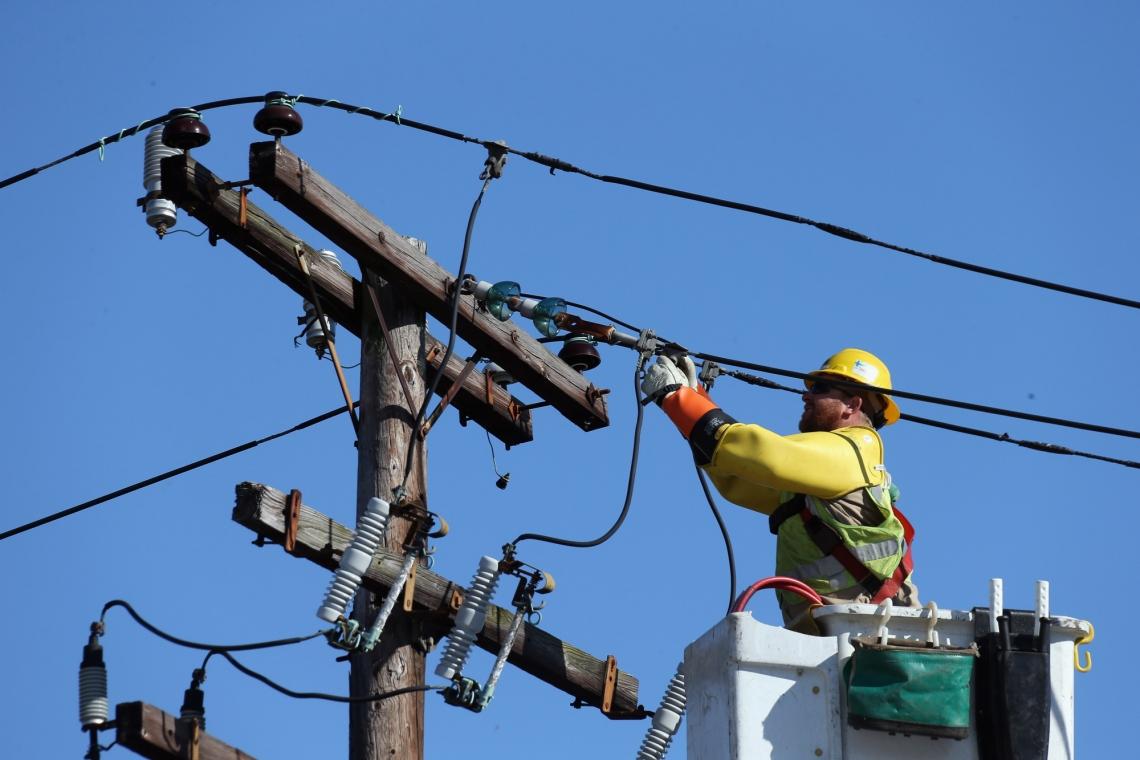 ANRE se pregătește să modifice legislația în ceea ce privește obligativitatea distribuitorului de energie electrică de a restabili alimentarea cu electricitate, în urma problemelor generate de vreme.