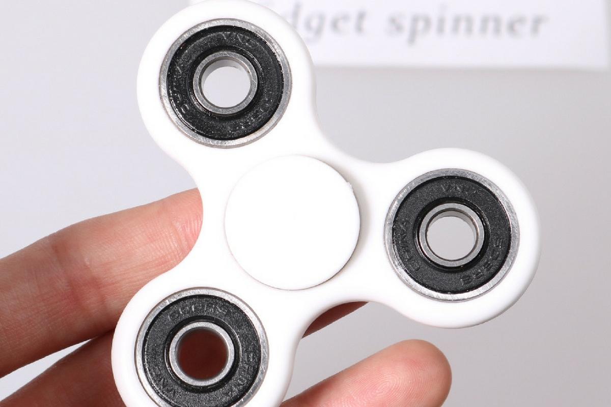 Fidget spinner este o jucărie rotativă care face furori în rândul copiilor din toată lumea. O școală din SUA a luat decizia de a o interzice.